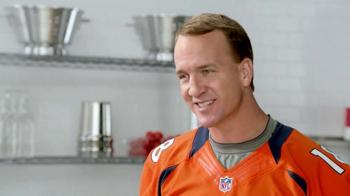 Papa John's Players' Choice Pizzas TV Spot, 'Pizza Ball' Ft. Peyton Manning - Thumbnail 6