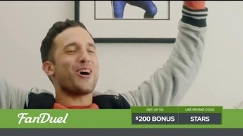 FanDuel One-Week Fantasy Football Leagues TV Spot, 'Like Christmas' - Thumbnail 5
