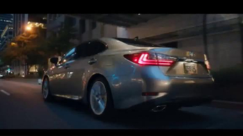 Lexus ES & ESH TV Spot, 'I Could Get Used To This' - Thumbnail 8