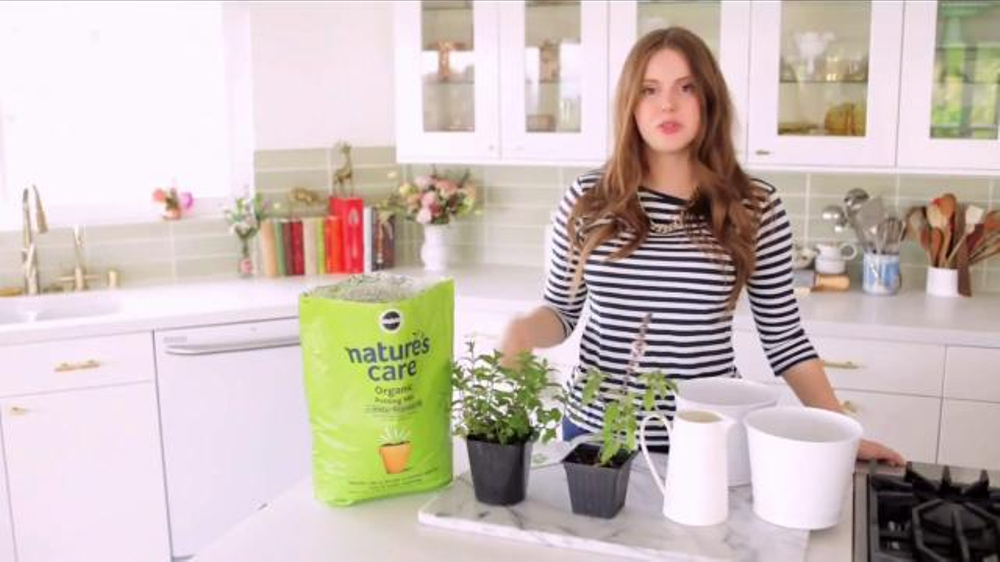 Miracle-Gro Nature's Care TV Commercial, 'In-Home Herb Garden' Ft. Claire Thomas