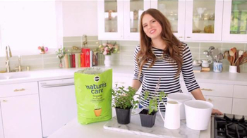 Miracle-Gro Nature's Care TV Spot, 'In-Home Herb Garden' Ft. Claire Thomas - Thumbnail 3