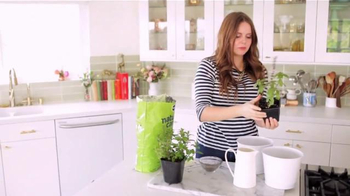 Miracle-Gro Nature's Care TV Spot, 'In-Home Herb Garden' Ft. Claire Thomas - Thumbnail 4