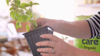 Miracle-Gro Nature's Care TV Spot, 'In-Home Herb Garden' Ft. Claire Thomas - Thumbnail 5