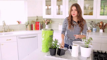 Miracle-Gro Nature's Care TV Spot, 'In-Home Herb Garden' Ft. Claire Thomas - Thumbnail 6