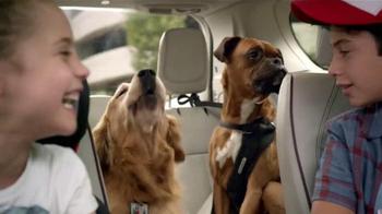 2017 Chrysler Pacifica TV Spot, 'El Tío' [Spanish] - Thumbnail 6