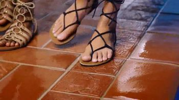 Payless Shoe Source Oferta de Sandalias TV Spot, 'La alberca' [Spanish] - Thumbnail 3