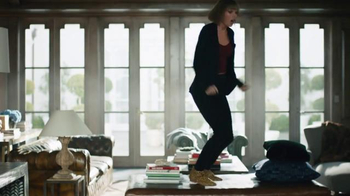 Apple Music TV Spot, 'Dance Like No One's Watching' Featuring Taylor Swift - Thumbnail 4