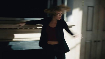 Apple Music TV Spot, 'Dance Like No One's Watching' Featuring Taylor Swift - Thumbnail 7