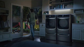 Maytag TV Spot, 'What's Inside: Washer & Dryer' Featuring Colin Ferguson - Thumbnail 7