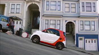 2016 smart fortwo TV Spot, 'Hilly' - Thumbnail 5