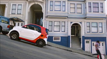 2016 smart fortwo TV Spot, 'Hilly' - Thumbnail 7