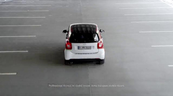 2016 smart fortwo TV Spot, 'City Smart Manifesto' - Thumbnail 5