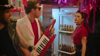 Redd's Apple Ale & Ginger Apple Ale TV Spot, '80's Themed Party' - Thumbnail 4