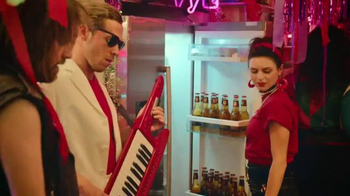 Redd's Apple Ale & Ginger Apple Ale TV Spot, '80's Themed Party' - Thumbnail 6