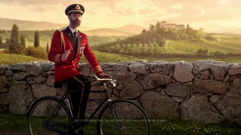 Hotels.com App TV Spot, 'Captain Obvious Travels the World' - Thumbnail 2