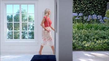 Electrolux SmartBoost TV Spot, 'Secret Behind Great Style' Featuring Emily Jackson - Thumbnail 3