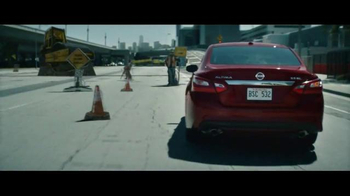 2016 Nissan Altima TV Spot, 'Pop Ups' - Thumbnail 4