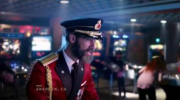 Hotels.com Summer Sale TV Spot, 'Victory Dance' - Thumbnail 2