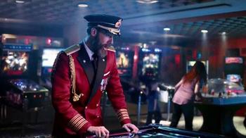 Hotels.com Summer Sale TV Spot, 'Victory Dance' - Thumbnail 4