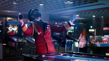 Hotels.com Summer Sale TV Spot, 'Victory Dance' - Thumbnail 5