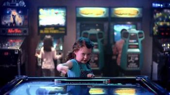 Hotels.com Summer Sale TV Spot, 'Victory Dance' - Thumbnail 6