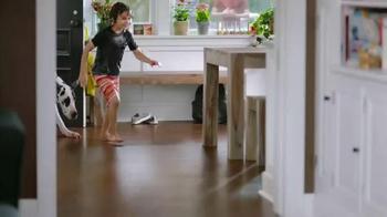 The Home Depot Pergo Outlast+ TV Spot, 'Gran Danés' [Spanish] - Thumbnail 1