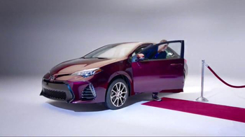 2017 Toyota Corolla TV Spot, 'How to With Eli Manning: Dramatic New Look' - Thumbnail 4