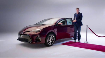 2017 Toyota Corolla TV Spot, 'How to With Eli Manning: Dramatic New Look' - Thumbnail 5
