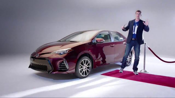 2017 Toyota Corolla TV Spot, 'How to With Eli Manning: Dramatic New Look' - Thumbnail 7