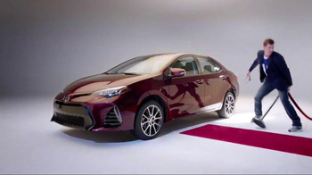 2017 Toyota Corolla TV Spot, 'How to With Eli Manning: Dramatic New Look' - Thumbnail 8
