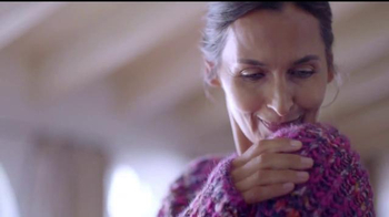 Downy Infusions TV Spot, 'Querido suéter' [Spanish] - Thumbnail 4