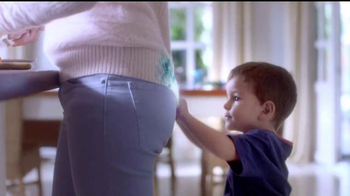 Downy Infusions TV Spot, 'Querido suéter' [Spanish] - Thumbnail 5