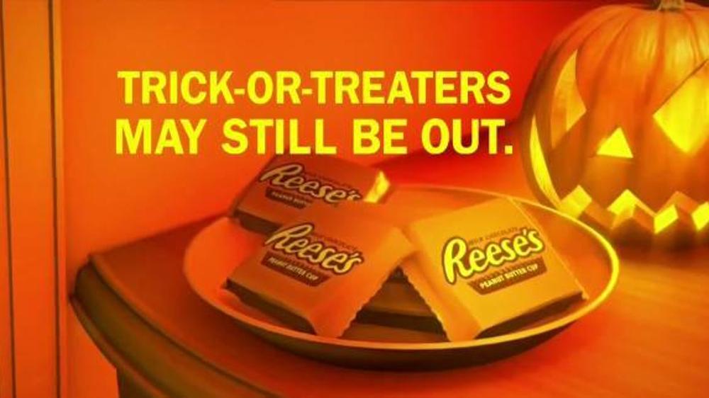 Halloween Reeses Commercial 2020 Reese's TV Commercial, 'Halloween Doorbell'   iSpot.tv