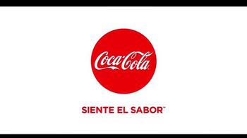 Telemundo TV Spot, 'Coca-Cola: Carlos Ponce y Erika Csiszer' [Spanish] - Thumbnail 10