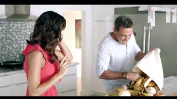 Telemundo TV Spot, 'Coca-Cola: Carlos Ponce y Erika Csiszer' [Spanish] - Thumbnail 6