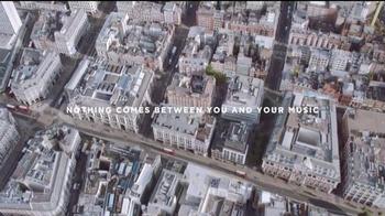 Bose QuietComfort 35 TV Spot, 'Get Closer' Song by Tala - Thumbnail 10