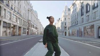 Bose QuietComfort 35 TV Spot, 'Get Closer' Song by Tala - Thumbnail 6