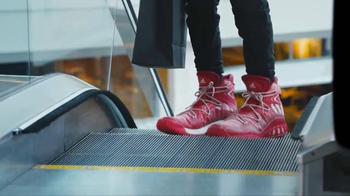 2017 Kia Optima TV Spot, 'Shoe Store' - Thumbnail 5