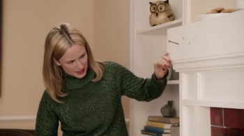 Command TV Spot, 'Holiday Decorating with Hammer' Featuring MC Hammer - Thumbnail 2