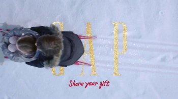 Gap TV Spot, 'Share Your Gift: Sled' Song by T. Rex - Thumbnail 8