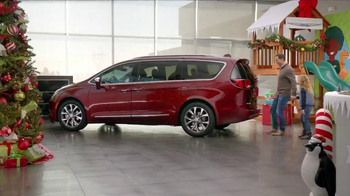 Chrysler Black Friday Sales Event TV Spot, 'PacifiKids: Stowing & Screens' Song by One Republic - Thumbnail 2