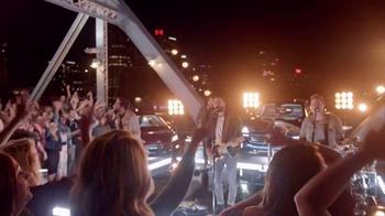 Chevrolet Silverado TV Spot, '2016 CMA Awards' Ft. Luke Bryan, Old Dominion - Thumbnail 9