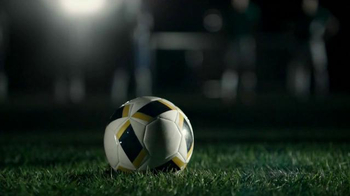 Buffalo Wild Wings TV Spot, 'Penalty Kick' - Thumbnail 1