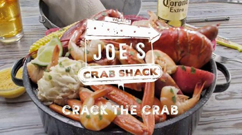 Joe's Crab Shack Corona Beach Steampot TV Spot, 'Kisses' - Thumbnail 8