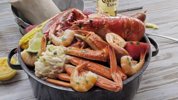 Joe's Crab Shack Corona Beach Steampot TV Spot, 'Kisses' - Thumbnail 7
