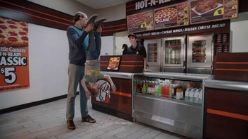 Little Caesars Hot-N-Ready Pizza TV Spot, 'Monedas' [Spanish] - 385 commercial airings