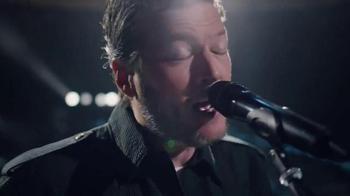 Gildan TV Spot, 'Keep Wearing It' Featuring Blake Shelton - Thumbnail 4