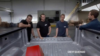 2016 Chevrolet Silverado TV Spot, 'Steel Bed Outperforms Aluminum Bed' - Thumbnail 9