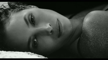 Calvin Klein Eternity TV Spot, 'Siempre' con Christy Turlington [Spanish] - Thumbnail 1