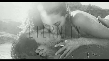 Calvin Klein Eternity TV Spot, 'Siempre' con Christy Turlington [Spanish] - Thumbnail 6